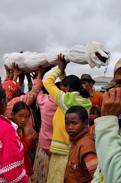 398px-Famadihana_reburial_razana_ancestor_Madagascar