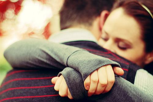 Abrazar a la pareja puede reducir probabilidad de infidelidad - Blog Salud