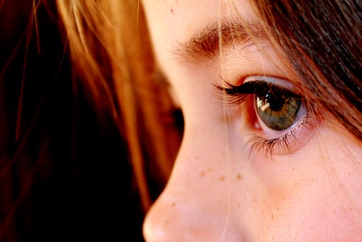 A child's eyes as she experiences the dying of someone she loves