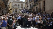 Crowds mourn at the death of a bullfighter
